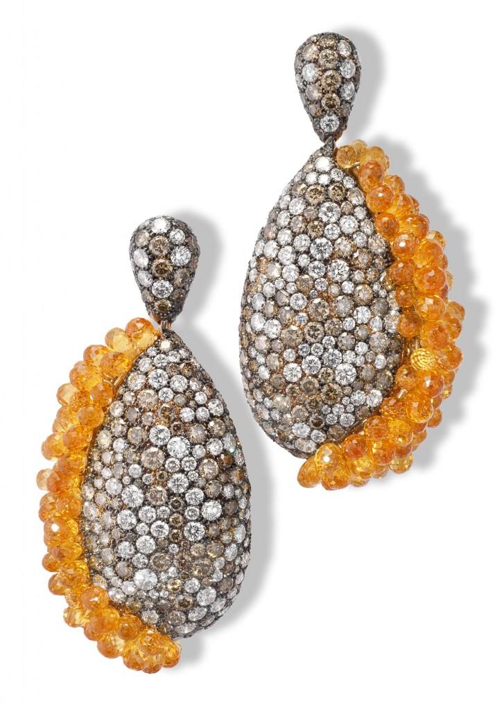Boucles d'oreilles or rose, diamants blancs, diamants bruns & spessartites briolettes p